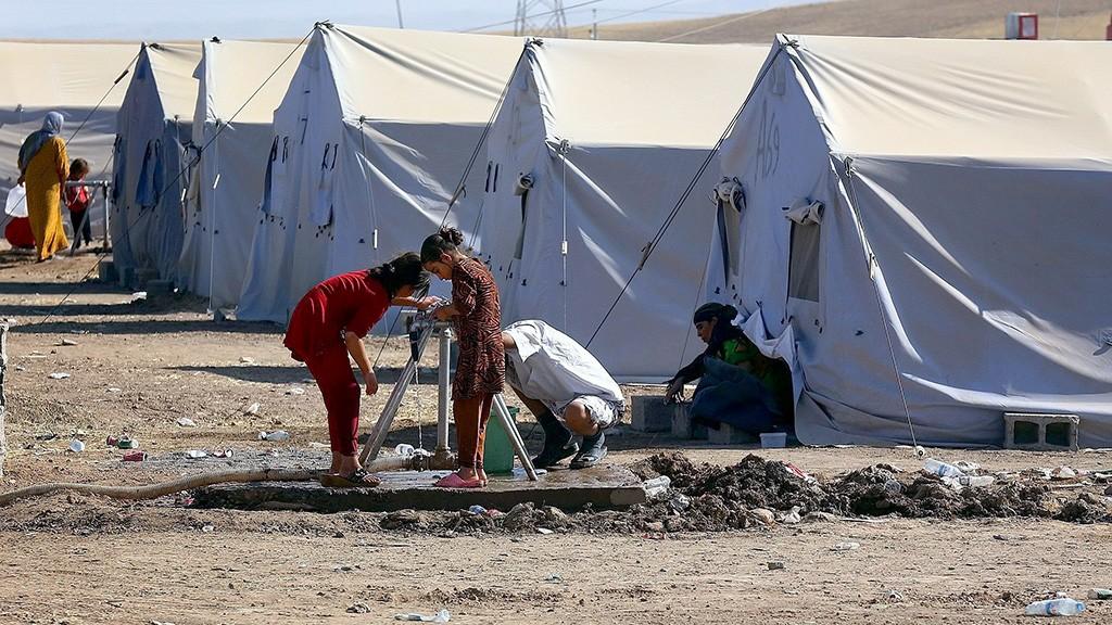 Moszul, 2014. június 25.Otthonukból elmenekült irakiak az észak-iraki Moszul város közelében létesített menekülttáborban 2014. június 25-én. (MTI/EPA)