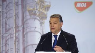 Tiszaújváros, 2015. november 10. Orbán Viktor miniszterelnök beszédet mond a Mol Nyrt. tiszaújvárosi butadién-kinyerõ üzemének avatásán 2015. november 10-én. MTI Fotó: Czeglédi Zsolt
