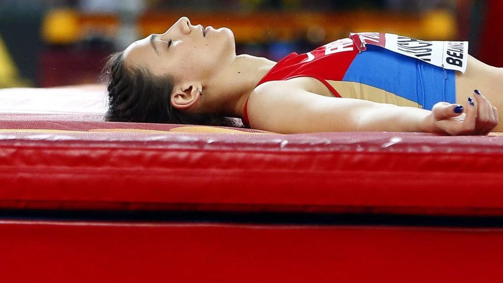Peking, 2015. augusztus 29. Az orosz Marija Kucsina, miután megnyerte a nõi magasugrás döntõjét a pekingi atlétikai világbajnokságon 2015. augusztus 29-én. (MTI/EPA/Franck Robichon)