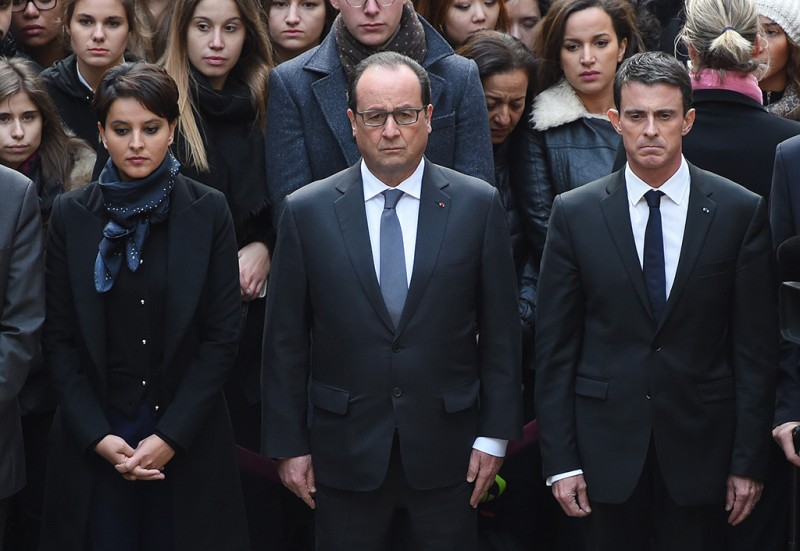 (From L) French Education Minister Najat Vallaud-Belkacem, French President Francois Hollande and French Prime Minister Manuel Valls observe a minute of silence on November 16, 2015 at the Sorbonne University in Paris on November 16, 2015 to pay tribute to victims of the attacks claimed by Islamic State which killed at least 129 people and left more than 350 injured on November 13. AFP PHOTO /  POOL / STEPHANE DE SAKUTIN
