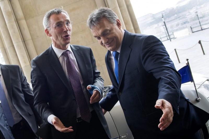 Budapest, 2015. november 19. Orbán Viktor miniszterelnök fogadja Jens Stoltenberget, a NATO fõtitkárát (b) a Parlamentben 2015. november 19-én. MTI Fotó: Illyés Tibor