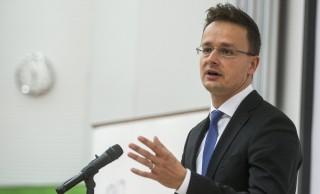 Budapest, 2015. november 2. Szijjártó Péter külgazdasági és külügyminiszter felszólal a Budapesti Corvinus Egyetem Heller Farkas Szakkollégiuma szakmai konferenciahetének megnyitóján az egyetem nagyelõadójában 2015. november 2-án. MTI Fotó: Marjai János