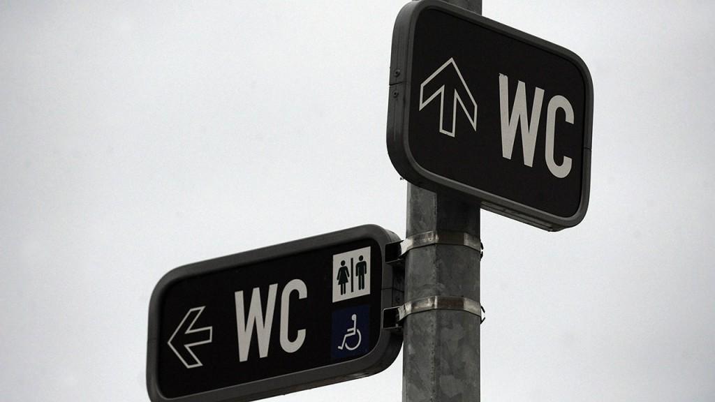 This photo taken on January 7, 2011 shows informative street signs for pedestrians in Prague. AFP PHOTO / MICHAL CIZEK / AFP / MICHAL CIZEK