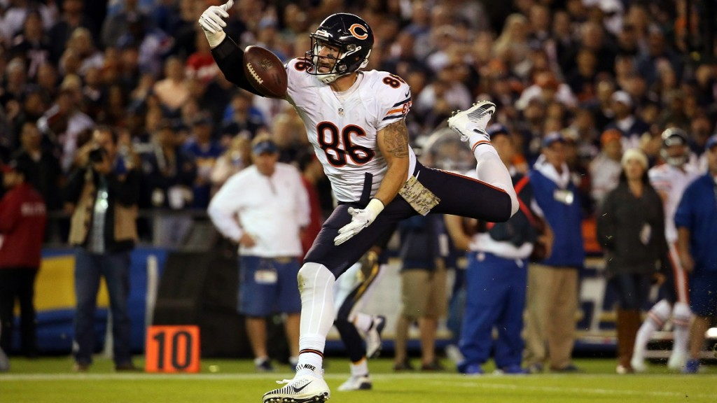 Chicago Bears tight end Zach Miller (86) makes a one-handed go-ahead touchdown catch against the San Diego Chargers during the fourth quarter on Monday, Nov. 9, 2015, at Qualcomm Stadium in San Diego. (Brian Cassella/Chicago Tribune/TNS)