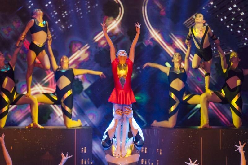Image: 73675194, Hungary's Got Talent címû tehetségkutat mûsor - 3. elõdöntõ. Finalisták. Az adás idõpontja: 2015.12.12. fotókredit: rtlklub.sajtoklub.tv/Bársony Bence, Place: Budapest, Hungary, License: Rights managed, Model Release: No or not aplicable, Property Release: Yes, Credit: smagpictures.com