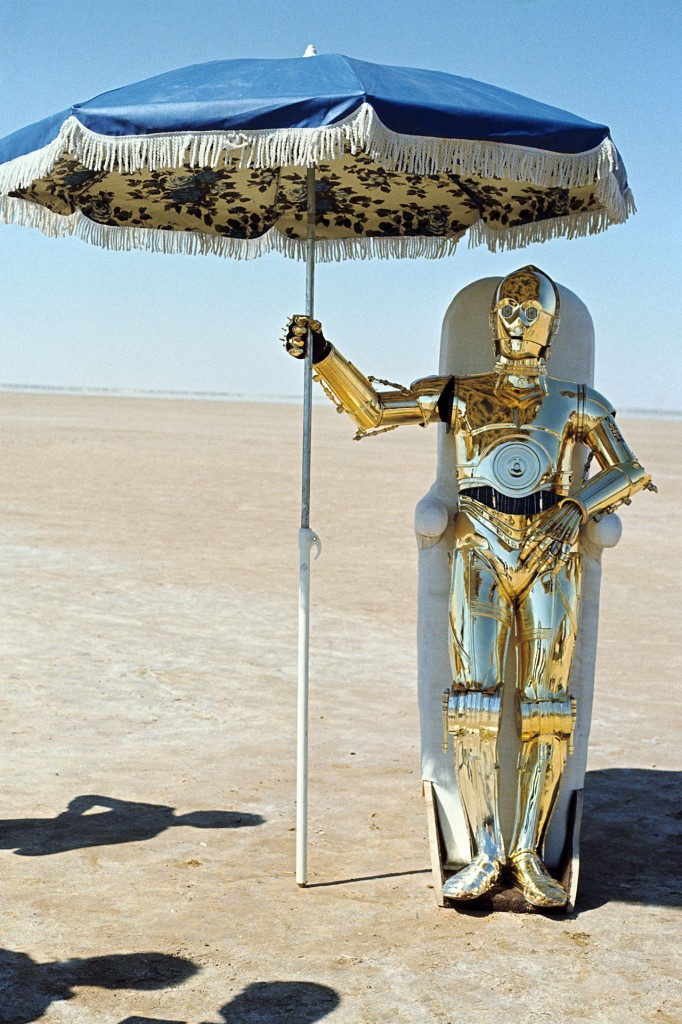 Star Wars: Episode IV - A New HopeYear : 1977 USADirector : George LucasAnthony DanielsShooting picture.It is forbidden to reproduce the photograph out of context of the promotion of the film. It must be credited to the Film Company and/or the photographer assigned by or authorized by/allowed on the set by the Film Company. Restricted to Editorial Use. Photo12 does not grant publicity rights of the persons represented.