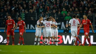 Bayern Munich's Thomas Mueller celebrates with teammates after scoring during the German first division Bundesliga football match Hannover 96 vs FC Bayern Munich on December 19, 2015 in Hanover, central Germany.  / AFP / NIGEL TREBLIN / RESTRICTIONS: DURING MATCH TIME: DFL RULES TO LIMIT THE ONLINE USAGE TO 15 PICTURES PER MATCH AND FORBID IMAGE SEQUENCES TO SIMULATE VIDEO. == RESTRICTED TO EDITORIAL USE == FOR FURTHER QUERIES PLEASE CONTACT DFL DIRECTLY AT + 49 69 650050