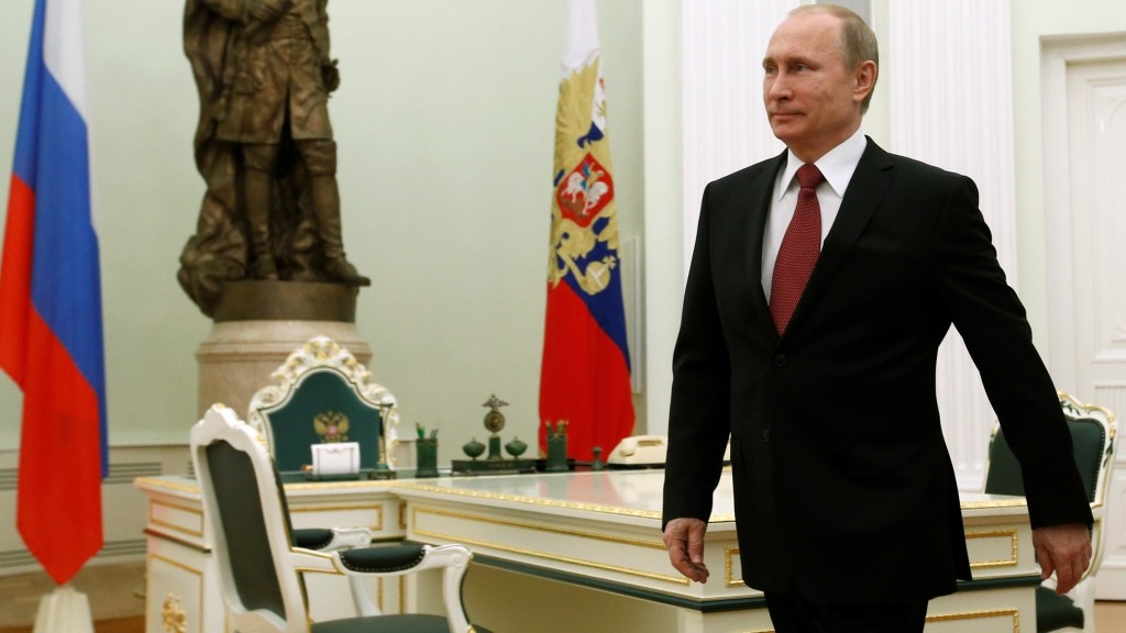 Russian President Vladimir Putin walks in as he attends a meeting with Italian Prime Minister Matteo Renzi at the Kremlin in Moscow on March 5, 2015. AFP PHOTO / POOL / SERGEI KARPUKHIN / AFP / POOL / SERGEI KARPUKHIN