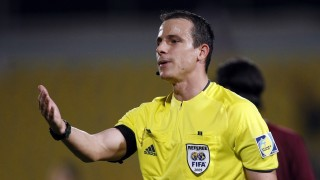 Referee Istvan Vad of Hungary attends the 9th International Friendship Tournament football match between Iran and Qatar in Doha on December 28, 2009. Qatar won the match 3-2. AFP PHOTO/KARIM JAAFAR / AFP / KARIM JAAFAR