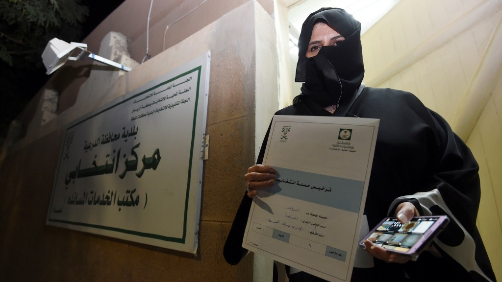 Aljazi al-Hussaini, a candidate for the municipal council in the town of Diriyah, on the outskirts of the Saudi capital Riyadh, shows an electoral campaign license issued by the central municipal elections committee on November 29, 2015. Women in Saudi Arabia begin their first-ever electoral campaign on November 29, a step forward for both women's rights and the kingdom's slow democratic process. Hundreds of Saudi women began campaigning for public office, in a first for women in the conservative Muslim kingdom's slow reform process even as two activists were disqualified. AFP PHOTO / FAYEZ NURELDINE / AFP / FAYEZ NURELDINE