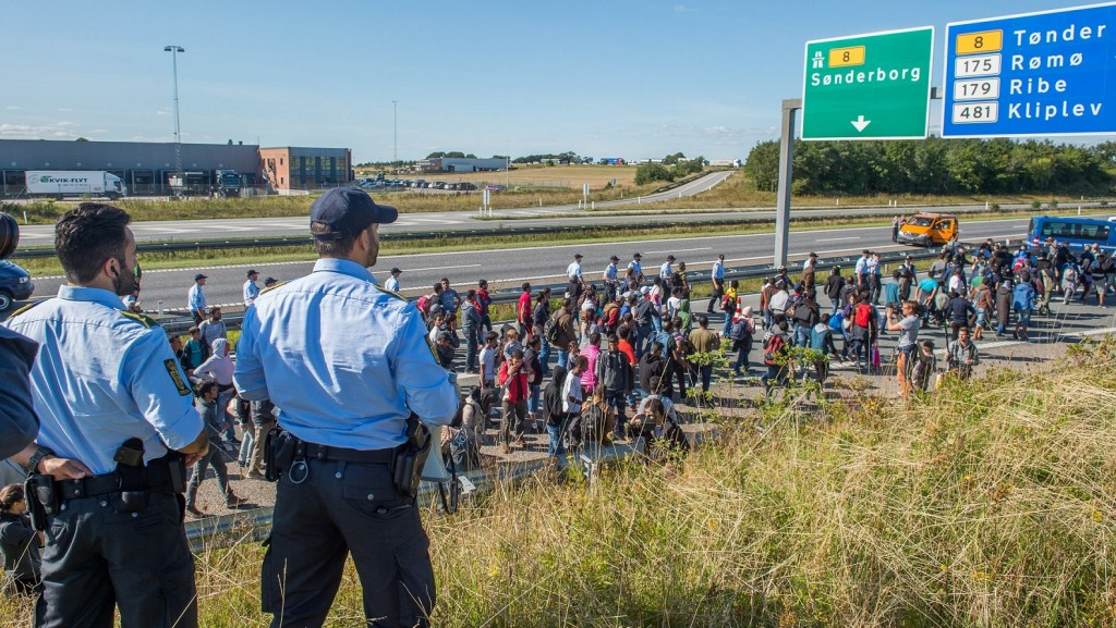 A large number of refugees are walking north on the road along the Danish E 45 Motorway in a near to Kliplev, Denmark, 9 September 2015. The refugees don't want to be registered in Denmark and are trying to make it to Sweden on foot. Photo:Benjamin Nolte/dpa