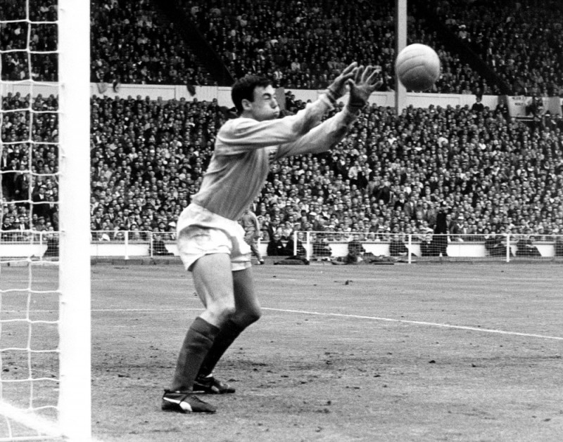 Englands international goalkeeper Gordon Banks in action during a match at the 1966 FIFA World_Cup at Wembley, London.