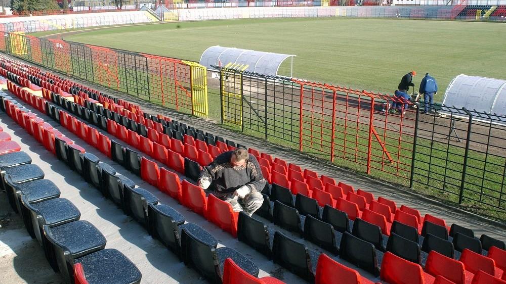 Budapest, 2007. február 2. Rövidesen befejezik a kispesti Bozsik Stadion felújítását. Elkészült az új gyepszõnyeg, helyükre kerültek a 6 ezer nézõt befogadó széksorok. A stadion modernizálását februárban fejezik be. MTI Fotó: Balaton József