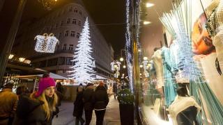 Budapest, 2015. december 8.Ünnepi vásár a belvárosi Deák Ferenc utcában 2015. december 8-án.MTI Fotó: Mohai Balázs