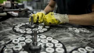 Sóskút, 2015. november 3. Alkatrészeket gyártanak a Kerox Ipari és Kereskedelmi Kft. sóskúti üzemében 2015. november 3-án, a hivatalos gyáravató napján. Az egykaros csaptelepek belsõ keverõegységét, a kartust gyártó cég a termékeinek mintegy felét Kínában értékesíti. MTI Fotó: Bodnár Boglárka