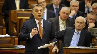Budapest, 2015. december 15.Orbán Viktor miniszterelnök Vona Gábornak, a Jobbik elnök-frakcióvezetőjének azonnali kérdésére válaszol az Országgyűlés plenáris ülésén 2015. december 15-én.MTI Fotó: Kovács Attila
