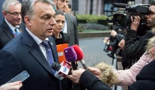 Brüsszel, 2015. december 17. A Miniszterelnöki Sajtóiroda által közreadott képen Orbán Viktor miniszterelnök magyar újságíróknak nyilatkozik az Európai Tanács csúcstalálkozójának kezdete elõtt Brüsszelben 2015. december 17-én. MTI Fotó: Miniszterelnöki Sajtóiroda / Botár Gergely