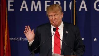 Mt. Pleasant, 2015. december 8. Donald Trump amerikai üzletember, a legnagyobb támogatottságot élvezõ amerikai republikánus elnökjelölt-aspiráns beszédet mond a Yorktown amerikai repülõgép-hordozó fedélzetén 2015. december 7-én, Pearl Harbor elleni támadás 74. évfordulóján. (MTI/AP/Mic Smith)