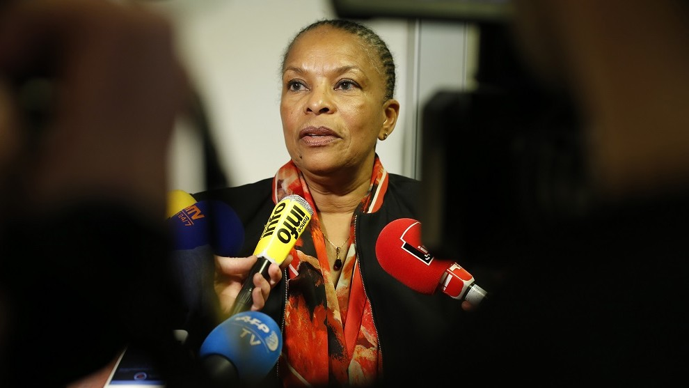 French Justice minister Christiane Taubira speaks to journalists after visiting a terrorism victims assistance centre on January 21, 2016 in Paris.  / AFP / THOMAS SAMSON