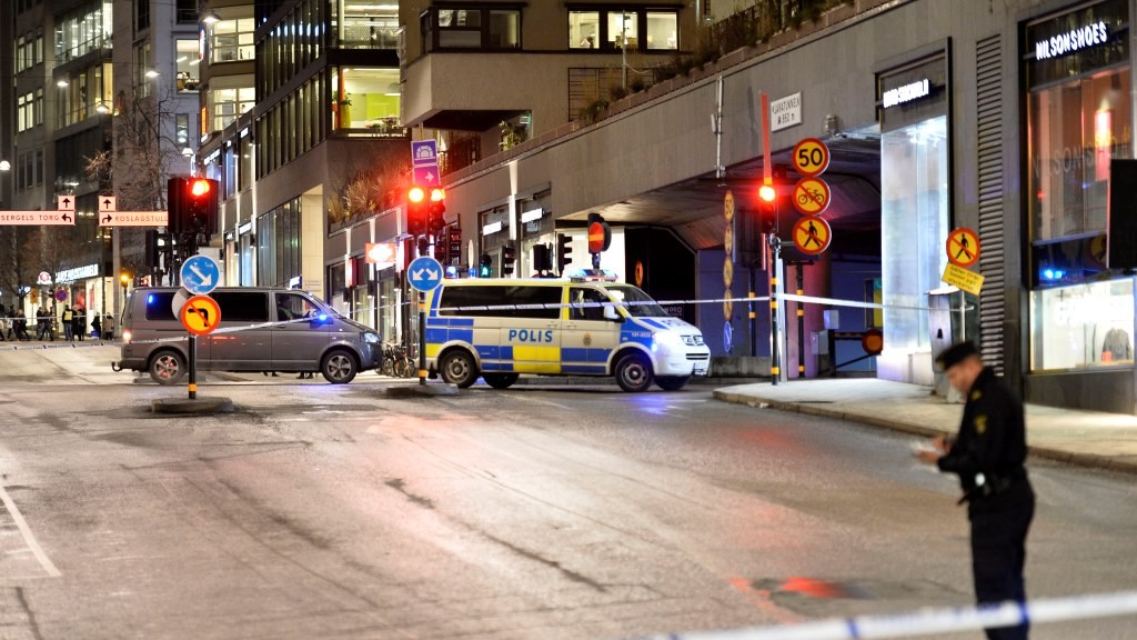 Police is seen near the shopping mall 'Moodgallerian' and a car tunnel in central Stockholm, after an explosion on January 26, 2016.      The explosion caused damages to a car and a building, but no injuries are reported. The police are investigating the cause of the explosion.  / AFP / TT NEWS AGENCY / Marcus Ericsson / Sweden OUT