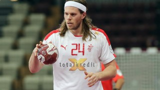 Denmark's Mikkel Hansen dribbles the ball during the 24th Men's Handball World Championships Eighth Final EF5 match between Iceland and Denmark at the Lusail Multipurpose Hall in Doha on January 26, 2015.  AFP PHOTO / AL-WATAN DOHA / KARIM JAAFAR ==QATAR OUT== / AFP / AL-WATAN DOHA / KARIM JAAFAR