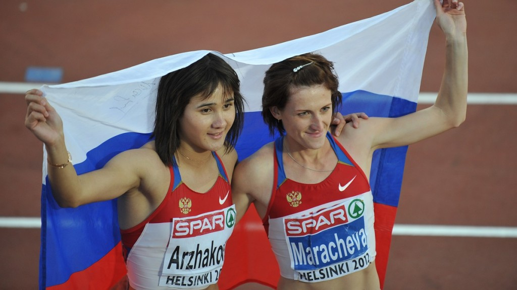 Russia's Yelena Arzhakova (L) and Russia's Irina Maracheva celebrate after the women's 800m final of the 2012 European Athletics Championships at the Olympic Stadium in Helsinki on June 29, 2012. Russia's Yelena Arzhakova on the gold, Britain's Lynsey Sharp the silver and Russia's Irina Maracheva the bronze.   AFP PHOTO / YURI KADOBNOV / AFP / YURI KADOBNOV