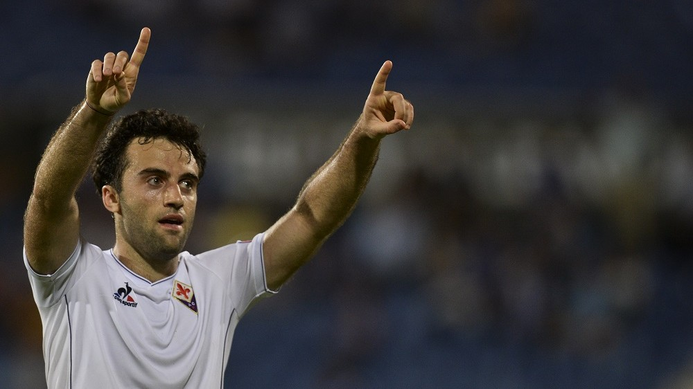 Fiorentina's forward Giuseppe Rossi celebrates after scoring against Os Belenenses during the UEFA League Group I football match Os Belenenses vs ACF Fiorentina at the Restelo stadium in Lisbon on October 1, 2015.   AFP PHOTO/ PATRICIA DE MELO MOREIRA / AFP / PATRICIA DE MELO MOREIRA