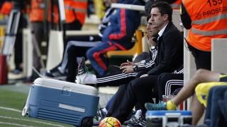 Valencia's British coach Gary Neville watches the game on the sideline during the Spanish league football match Villarreal CF vs Valencia CF at El Madrigal stadium in Villareal on December 31, 2015.   AFP PHOTO/ JOSE JORDAN / AFP / JOSE JORDAN
