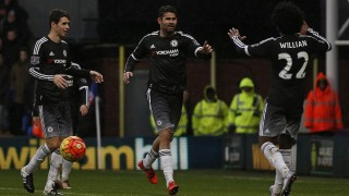 Chelsea's Brazilian-born Spanish striker Diego Costa (C) celebrates scoring his team's third goal with Chelsea's Brazilian midfielder Oscar (L) and Chelsea's Brazilian midfielder Willian during the English Premier League football match between Crystal Palace and Chelsea at Selhurst Park in south London on January 3, 2016. AFP PHOTO / ADRIAN DENNIS  RESTRICTED TO EDITORIAL USE. NO USE WITH UNAUTHORIZED AUDIO, VIDEO, DATA, FIXTURE LISTS, CLUB/LEAGUE LOGOS OR 'LIVE' SERVICES. ONLINE IN-MATCH USE LIMITED TO 75 IMAGES, NO VIDEO EMULATION. NO USE IN BETTING, GAMES OR SINGLE CLUB/LEAGUE/PLAYER PUBLICATIONS. / AFP / ADRIAN DENNIS