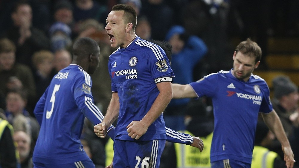 Chelsea's English defender John Terry (C) celebrates scoring a late equalising goal to make the score 3-3 during the English Premier League football match between Chelsea and Everton at Stamford Bridge in London on January 16, 2016. AFP PHOTO / ADRIAN DENNIS  RESTRICTED TO EDITORIAL USE. No use with unauthorized audio, video, data, fixture lists, club/league logos or 'live' services. Online in-match use limited to 75 images, no video emulation. No use in betting, games or single club/league/player publications. / AFP / ADRIAN DENNIS
