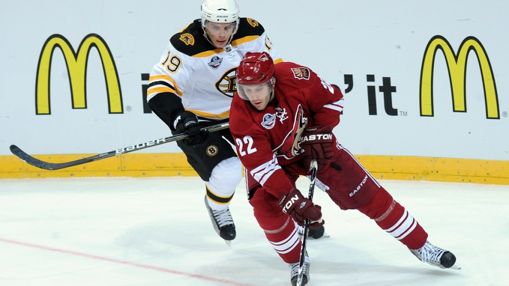 Shane Doan of the Boston Bruins (L) vies for the puck with Shawn Thornton of Phoenix Coyotes during their NHL hockey game Phoenix Coyotes vs Boston Bruins on October 10 , 2010,  in Sazka Arena in Prague. PHOTO AFP/MICHAL CIZEK / AFP / MICHAL CIZEK