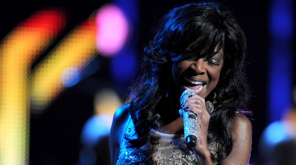 Natalie Cole performs at the 14th annual Latin Grammy Awards, November 21, 2013 at the Mandalay Bay Resort and Casino in Las Vegas, Nevada.  AFP PHOTO / Robyn Beck / AFP / ROBYN BECK