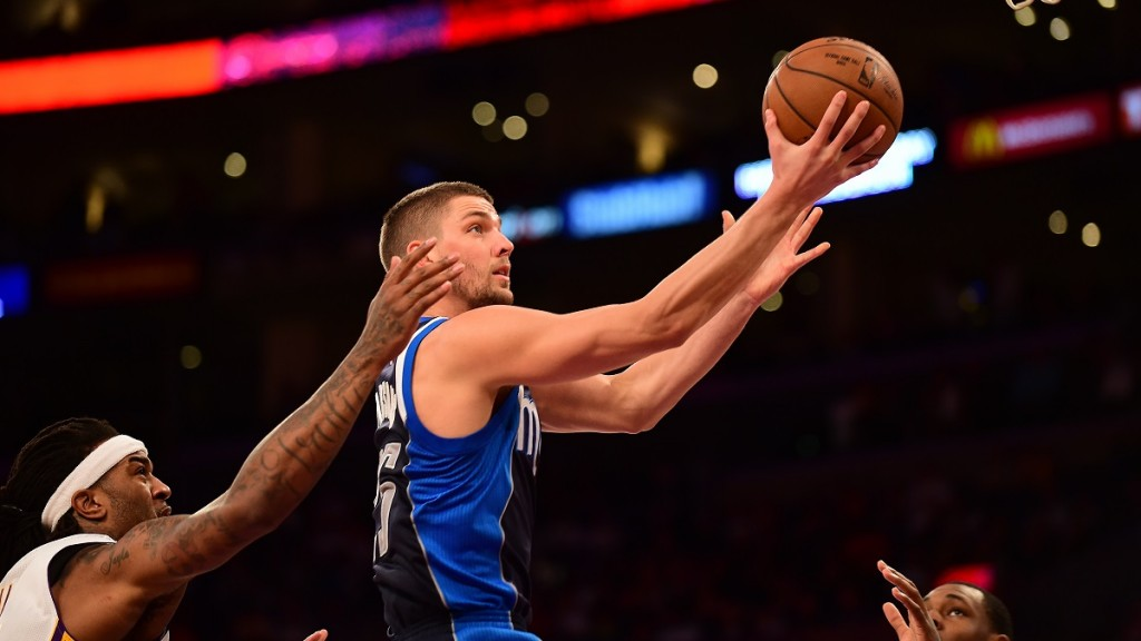 Chandler Parsons of the Dallas Mavericks (R) scores under pressure from Jordan Hill of the Los Angeles Lakers (L) during their NBA match at Staples Center in Los Angeles, California on March 8, 2015. AFP PHOTO/FREDERIC J. BROWN / AFP / FREDERIC J. BROWN