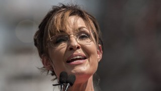 Former US vice presidential candidate Sarah Palin speaks at a rally organized by the Tea Party Patriots against the Iran nuclear deal in front of the Capitol in Washington, DC, on September 9, 2015.  AFP PHOTO/NICHOLAS KAMM / AFP / NICHOLAS KAMM