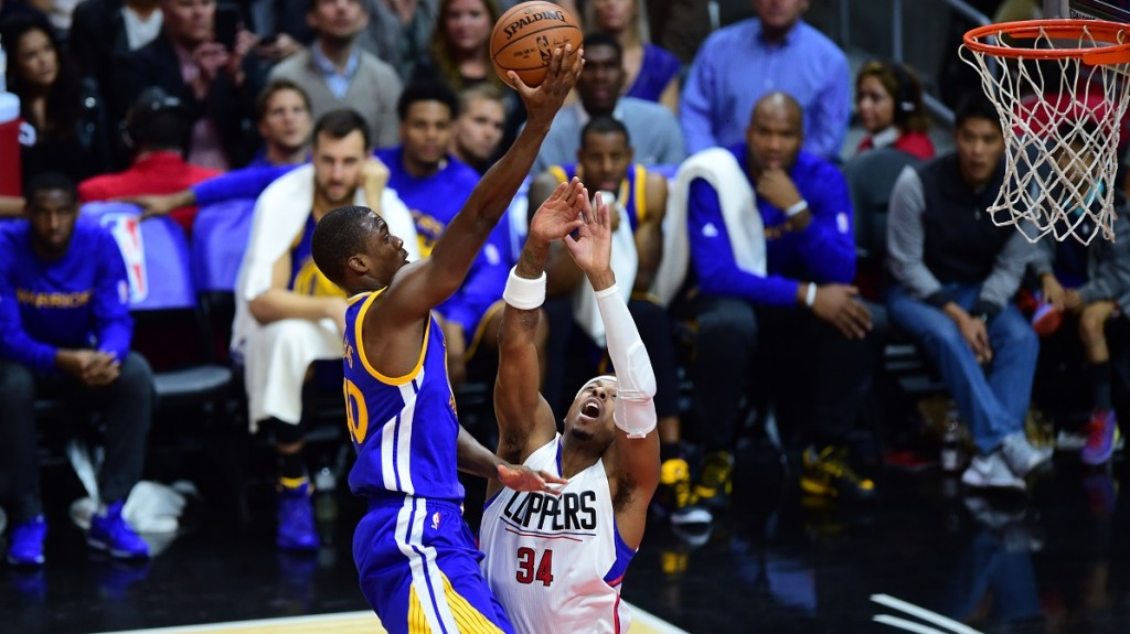 Harrison Barnes of the Golden State Warriors shoots under pressure from Paul Pierce of the Los Angeles Clippers during their NBA game in Los Angeles, California on November 19, 2015. AFP PHOTO / FREDERIC J. BROWN / AFP / FREDERIC J. BROWN