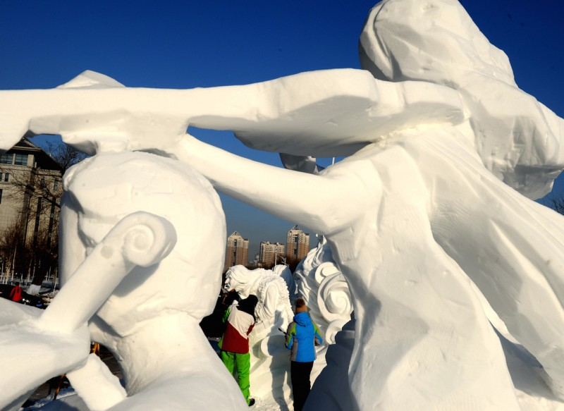 (160107) -- HARBIN, Jan. 7, 2016 (Xinhua) -- Photo taken on Jan. 7, 2016 shows a second-prize winning snow sculpture of the 8th International Snow Sculpture Contest for College Students in Harbin, capital of northeast China's Heilongjiang Province. The contest attracted 64 teams from 9 countries and regions. (Xinhua/Wang Song) (dhf)