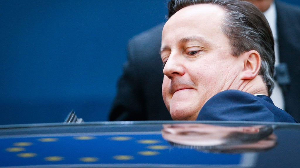 Brüsszel, 2015. december 18.David Cameron brit miniszterelnök az Európai Unió brüsszeli csúcstalálkozójának második napi ülése után 2015. december 18-án. (MTI/EPA/Laurent Dubrule)