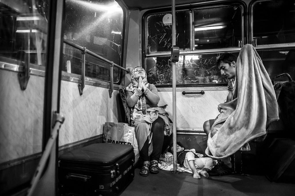 Budapest, 2016. január 25.Kurucz Árpád, a Magyar Idők fotóriportere Ima című képe, amely első díjat nyert a 34. Magyar Sajtófotó Pályázat menekültválság kategóriájában 2016. január 25-én.MTI Fotó: Magyar Sajtófotó Pályázat / Kurucz Árpád