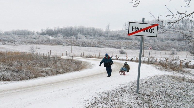 Hárskút, 2016. január 3. Gyerekek szánkóznak Hárskút határában 2016. január 3-án. MTI Fotó: Nagy Lajos