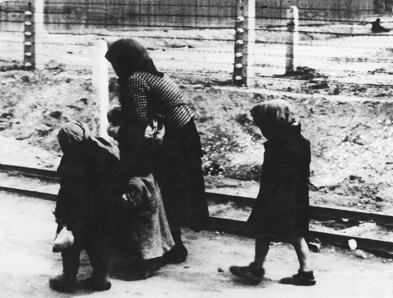 (GERMANY OUT) Germany, Third Reich - concentration camps 1939-45 An old woman and children on their way to the gas chamber in Auschwitz| the photo was found at an SS man after the war in Czechoslovakia (Photo by PAI-Foto.pl/ullstein bild via Getty Images)