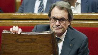 Barcelona, 2015. november 10. Artur Mas katalán elnök a katalán parlament ülésén Barcelonában 2015. november 10-én. A politikust, aki 2010 óta irányítja a katalán autonóm közösséget, a parlament nem választotta meg Katalónia elnökévé. (MTI/EPA/Andreu Almau)