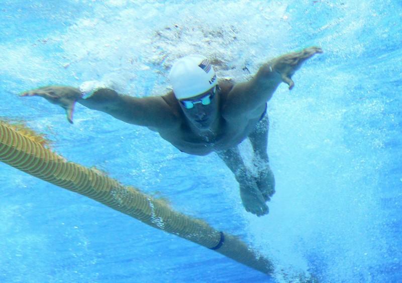 London, 2012. július 28. Az amerikai Ryan Lochte úszik a 2012-es londoni nyári olimpia férfi 400 méteres vegyesúszás versenyszámának elõfutamában a londoni Olimpiai Park területén lévõ Vizesközpontban 2012. július 28-án. MTI Fotó: Kovács Anikó