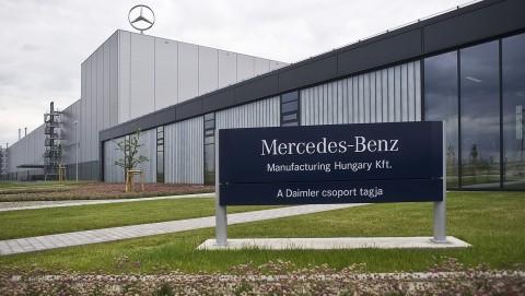 Kecskemét, 2012. május 17.A cég nevét hirdető felirat a Mercedes-Benz Manufacturing Hungary Kft. kecskeméti gyárában.MTI Fotó: Ujvári Sándor