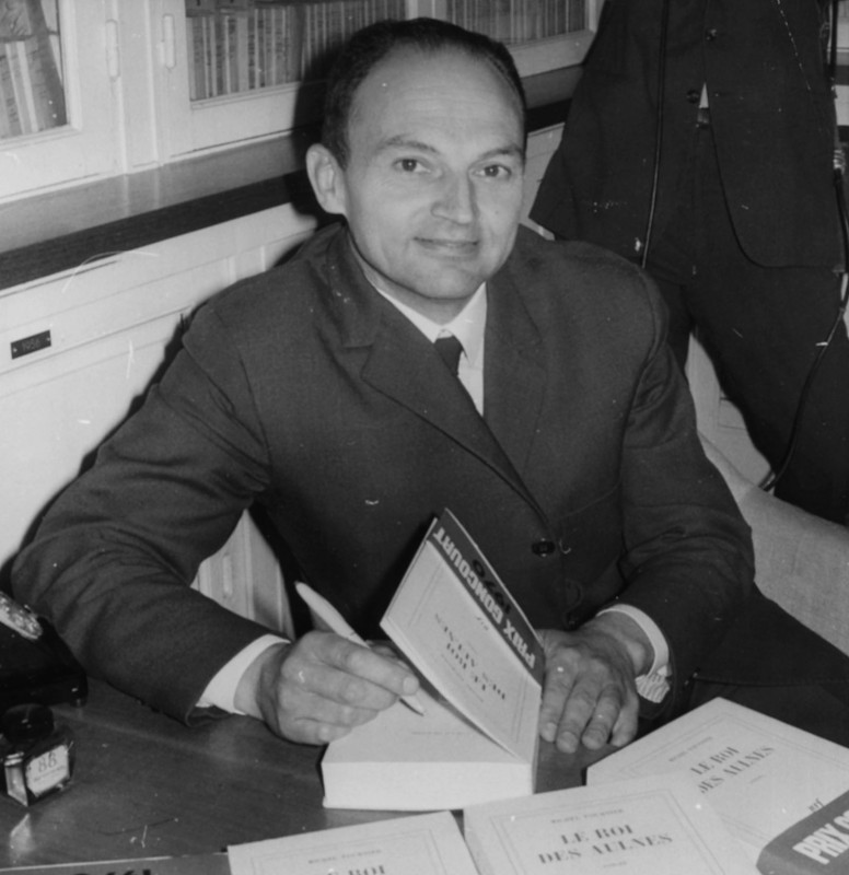 French writer Michel Tournier signing copies of his book 'Le Roi des Aulnes', winner of the Prix Concourt, 1970. (Photo by Keystone/Hulton Archive/Getty Images)
