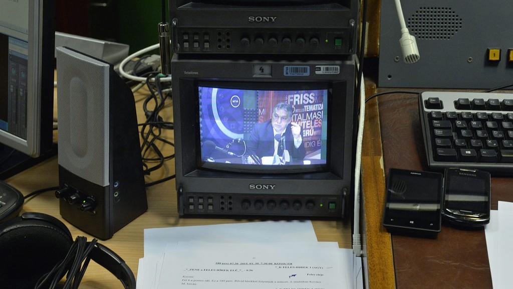 Budapest, 2015. január 30.Monitoron látszik, amint Orbán Viktor miniszterelnök interjút ad a Kossuth Rádió 180 perc című műsorában 2015. január 30-án.MTI Fotó: Máthé Zoltán