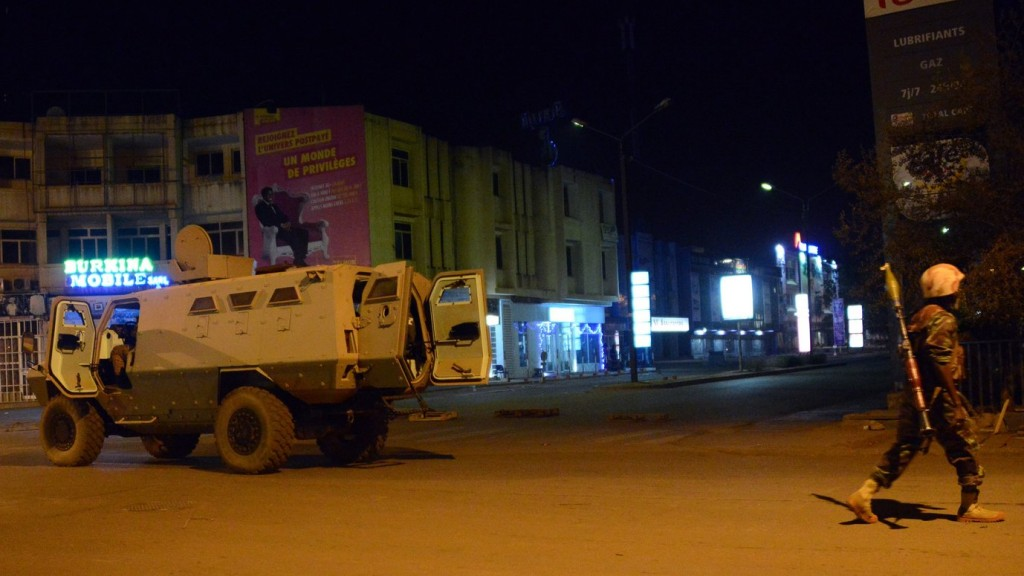 """Army forces drive near Hotel Splendid where the attackers remain with sporadic gunfire continuing in Burkina Faso's capital Ouagadougou on January 15, 2016. Attackers have killed """"several people"""" at a restaurant opposite a four-star hotel where the assailants are holed up, a restaurant staff member told AFP. / AFP / AHMED OUOBA"""