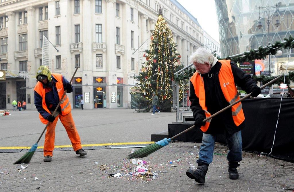 Szilveszter utáni takarítás Budapesten