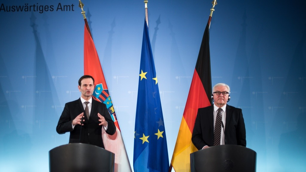 German Foreign Minister Frank-Walter Steinmeier (R) and his Croatian counterpart Miro Kovac give a joint press conference following talks on February 8, 2016 in Berlin. / AFP / dpa / Bernd von Jutrczenka / Germany OUT