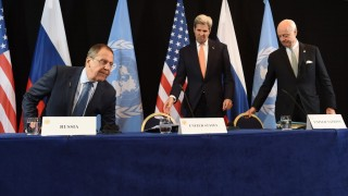 (L-R) Russian Foreign Minister Sergei Lavrov, US Secretary of States John Kerry and UN Special Envoy for Syria Staffan de Mistura arrive for a news conference after the International Syria Support Group (ISSG) meeting in Munich, southern Germany, on February 12, 2016.  / AFP / Christof STACHE