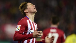 Atletico Madrid's forward Fernando Torres gestures after missing a goal during the Spanish league football match Club Atletico de Madrid vs Villarreal CF at the Vicente Calderon stadium in Madrid on February 21, 2016. / AFP / JAVIER SORIANO